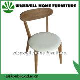 PUのシート(W-DC-02)が付いている固体灰の木製の食事の椅子