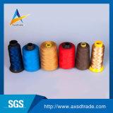 De kleuren rollen de 100% Gesponnen Draad van de Fabrikanten van de Polyester Industriële Naaiende