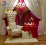 最高装飾された旧式な結婚式の王および女王の椅子