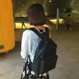 人および女性の十分の防水バックパック