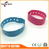 La pulsera disponible impermeable de la alta calidad RFID con insignia imprimió