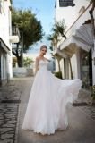 Amelieの岩が多いAラインのレースのアップリケの顧客用花嫁の婚礼衣裳