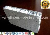 El panal de aluminio perforado del color de madera artesona los paneles de techo del panal