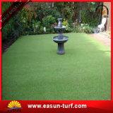Зеленый цвет искусственной травы кладя зеленого цвета гольфа кладя