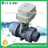 Inserimento della valvola a sfera elettrica dell'acqua del PVC