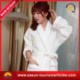 平均のサイズの在庫によってカスタマイズされるロゴの安い綿のワッフルのホテルのバスローブ