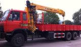 Dongfeng 6*4 10は8 T XCMGクレーン価格と取付けられる15のTのトラックを動かす