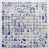 壁のタイルのための青いイリジウムのガラスモザイク