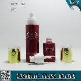 Colore rosso che spruzza le bottiglie di vetro cosmetiche ed i vasi di vetro cosmetici con i coperchi acrilici