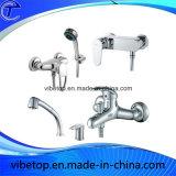 Rubinetto dell'acquazzone della stanza da bagno ed insieme accessori dell'acquazzone