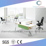 Escritorio de madera de los muebles del ordenador del vector moderno de la oficina