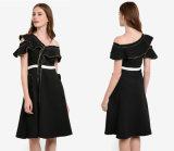 Robe asymétrique d'Un-Épaule de robe d'encolure avec la tuyauterie métallique