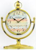 Orologio antico decorativo del manto del piano d'appoggio del metallo giallo dell'annata