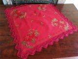 폴리에스테 빨간 직물에 의하여 수를 놓는 크리스마스 포인세티아 테이블 피복