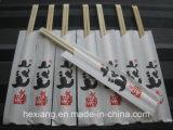 Camping utilise des baguettes en bambou jetables avec des amis