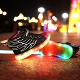 As sapatas leves luminosas do diodo emissor de luz do bom fulgor adulto barato do preço das sapatas do diodo emissor de luz do teste padrão iluminam acima sapatas