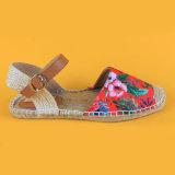 Sandali rossi causali della scarpa di tela di estate di stampa del fiore piani