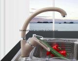 Colpetto di miscelatore dell'acqua calda fredda e di stile moderno della verniciatura a spruzzo del rubinetto multicolore della cucina
