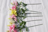 絹のArtifiialによっては結婚式のホーム装飾のための擬似ユリの花が開花する