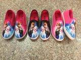 凍結する漫画の印刷の子供の偶然のズック靴