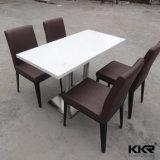 現代石は固体表面のレストランのダイニングテーブルを台に置く