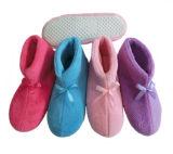 Ботинки зимы теплые мягкие крытые домашние для ребенка и взрослого