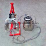 労働作業ヒツジの搾乳器手は搾り出す機械を作動させる