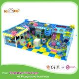 De kleurrijke Interessante BinnenSpeelplaats van de Baby in OceaanThema met het Net van de Veiligheid
