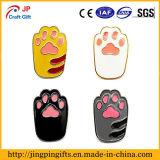 Distintivo sveglio della zampa del gatto del cane del fumetto dello smalto per i vestiti