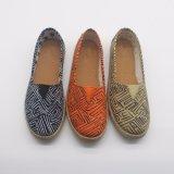 中国の卸し売り多彩なキャンバスの上部の注入の唯一の偶然靴