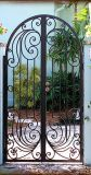 Gardernのための素晴らしく、美しく優雅な鉄のゲートそしてドア