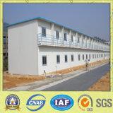 La construcción prefabricada casa construida en el sitio