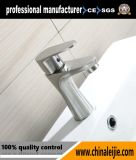 Robinet d'eau chaude en cascade de robinet d'eau en cuvette en acier inoxydable pour salle de bain