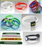 Debossed персонализированное оптовой продажей выбитое напечатало поделенные на сегменты Wristbands силикона