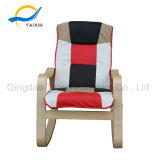 La sala de estar de Moden relaja la silla de madera colorida