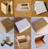 Entrega Caja de cartón blanca con flauta y impresión de la insignia