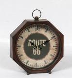 Horloge antique en métal avec la qualité