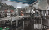 Boissons carbonatées lavant la machine recouvrante remplissante