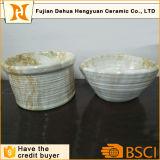 Il POT di ceramica assomiglia al vaso di marmo