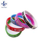 Bracelets faits sur commande de bracelet de silicones de différents types avec le sport
