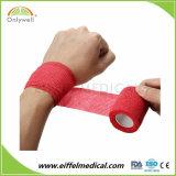 Professionista che protegge il nastro flessibile non tessuto autoadesivo dell'involucro di 2.5cmx4.5cm