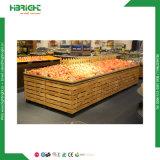 Estante vegetal de la fruta del supermercado de madera