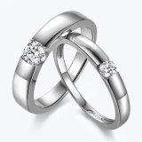은 Solitaire 다이아몬드는 한 쌍 반지 세트를 박아 넣었다