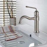 Robinet mélangeur à base de lavabos en nickel brossé pour salle de bain