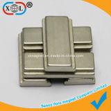 Block-Magnet mit zwei seitlichen Schlitzen