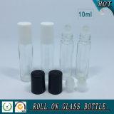 10ml effacent le roulis sur la bouteille en verre avec la boule de commande en plastique blanche de chapeau et en verre