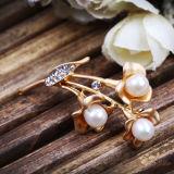高品質の淡水の白い真珠のラインストーンのブローチ