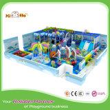 Bunter interessanter Innenbaby-Spielplatz im Ozean-Thema mit Sicherheitsnetz