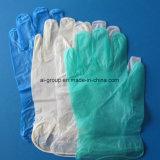 Исследование пациента виниловых перчаток