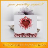 Diseño de tarjeta de papel de boda con la ventana del corazón